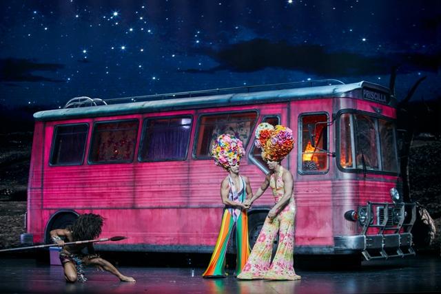 PRISCILLA Folle du désert la comédie musicale qui met le feu au casino de Paris